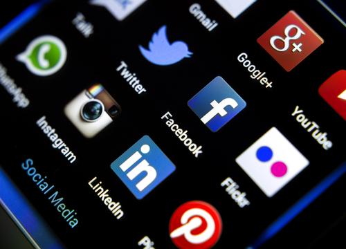 social media UNSIZED