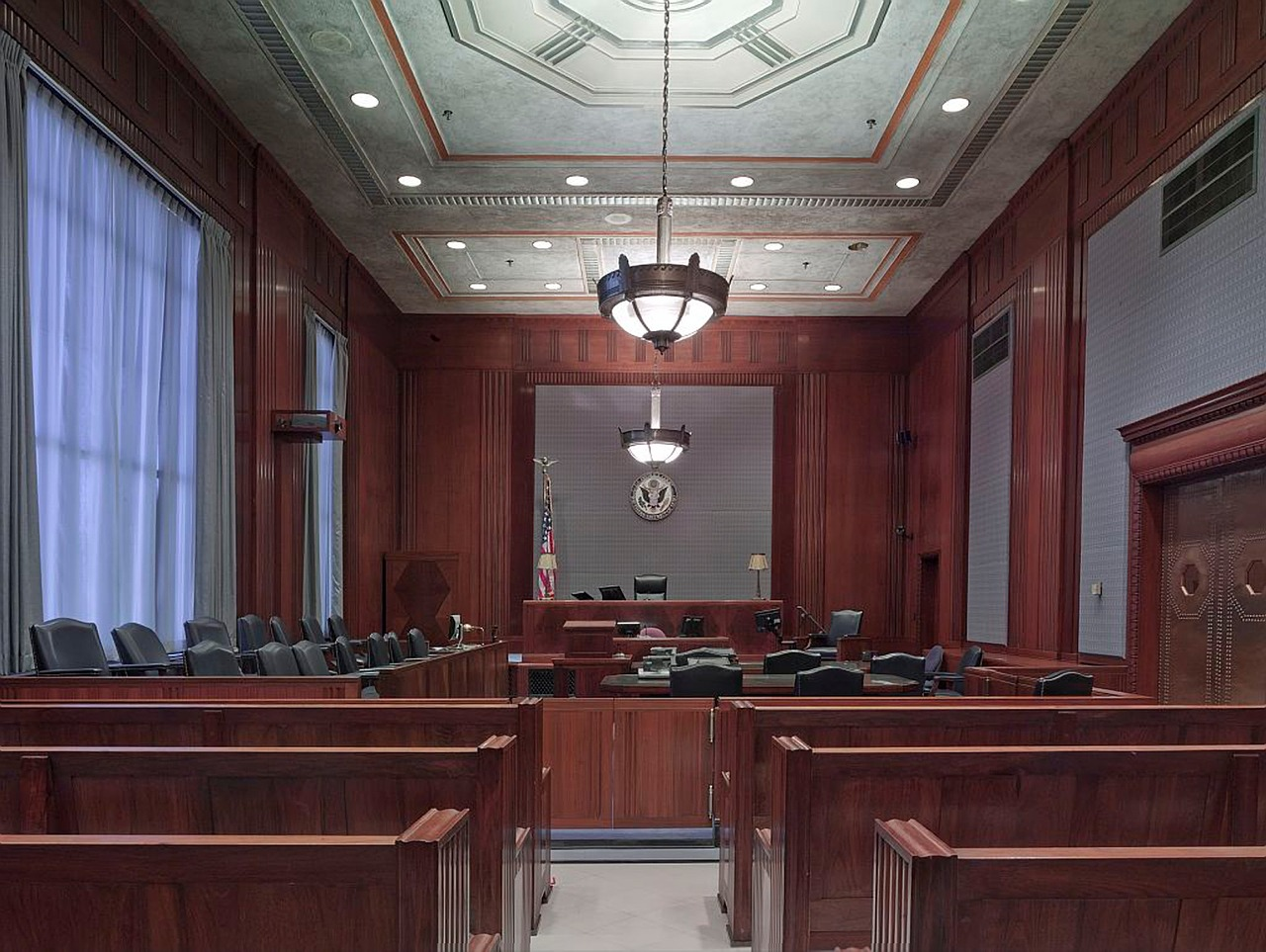 courtroom-898931_1280